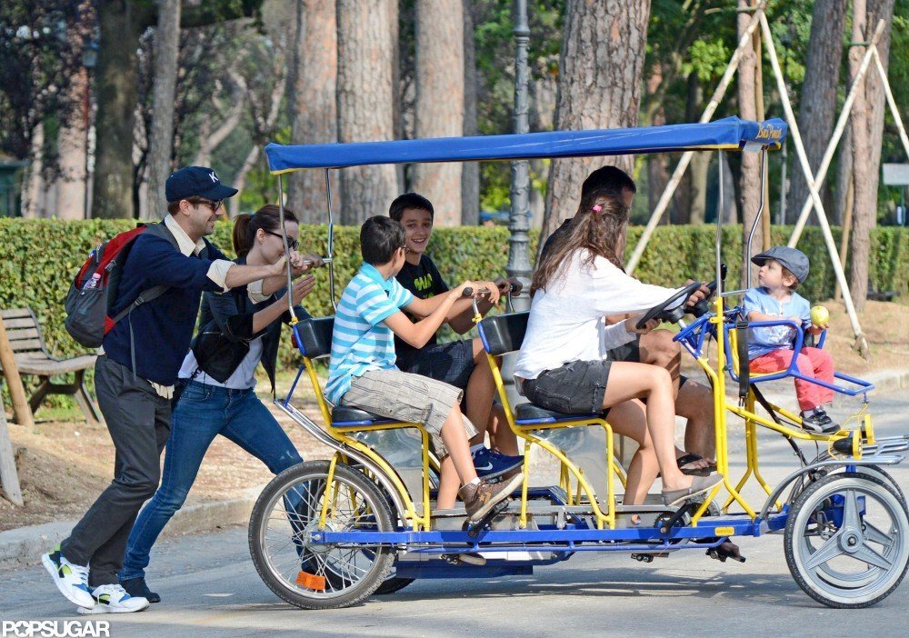Olivia Wilde and Jason Sudeikis stopped to help a family that was having some bike trouble.