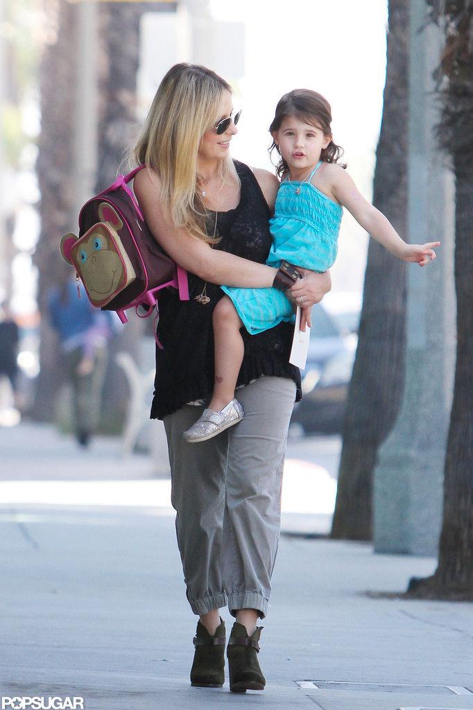 Sarah Michelle Gellar gave Charlotte Prinze a lift in LA.