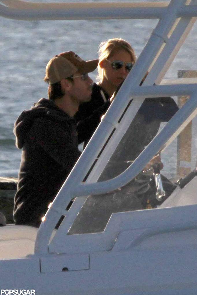 Enrique Iglesias and Anna Kournikova cozied up on a boat.