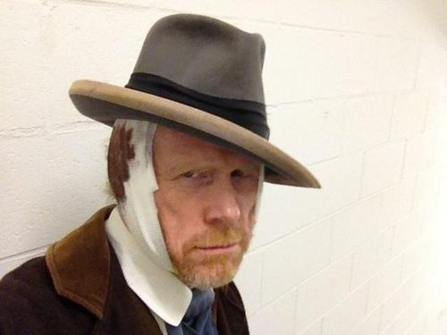 Director Ron Howard dressed as Vincent Van Gogh, and even bandaged up one of his ears for effect. Source: Twitter user RealRonHoward