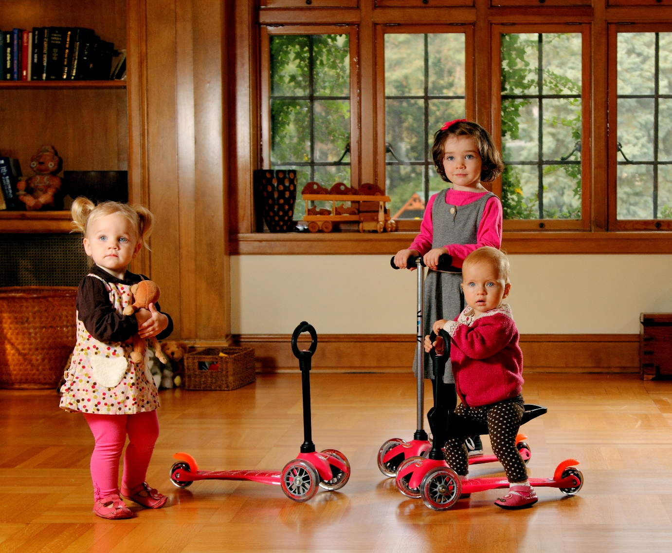 micro mini 3 in 1 kick scooter 21 great gift ideas for 1. Black Bedroom Furniture Sets. Home Design Ideas