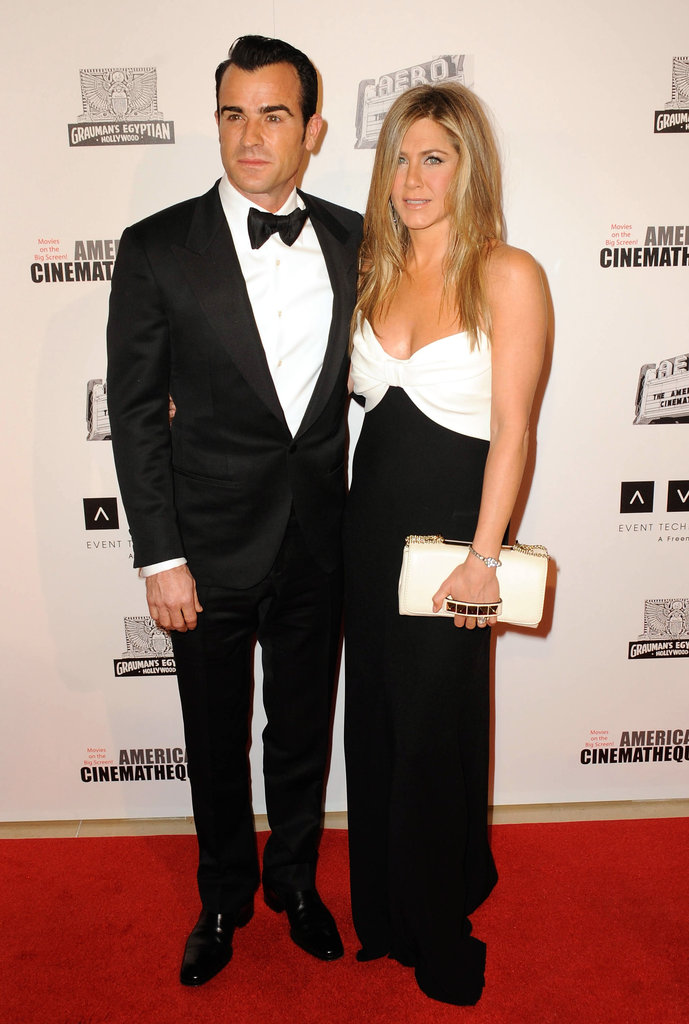 Jennifer Aniston wore loose hair and natural makeup for the event.
