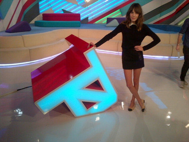 Alexa Chung posed on the T4 set. Source: Twitter user alexa_chung