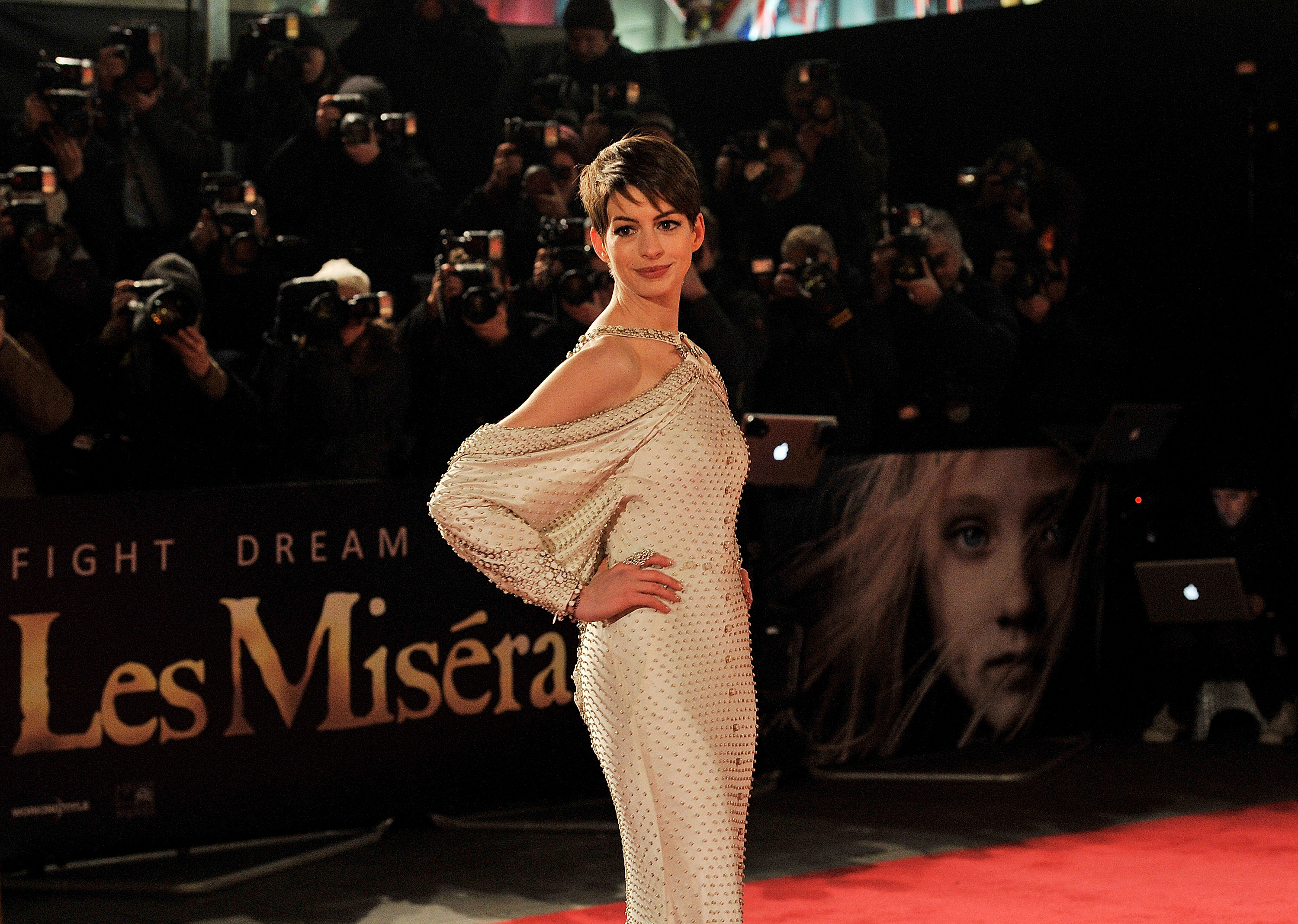 Anne Hathaway stepped out in London for the premiere of  Les Miserables.