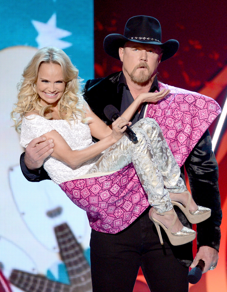 "adkins singles & personals Country superstar trace adkins' $20 million divorce was trig­gered by the serial cheater's boasting about his countless female conquests, his out-of-control drinking and his ""fantasy"" love."