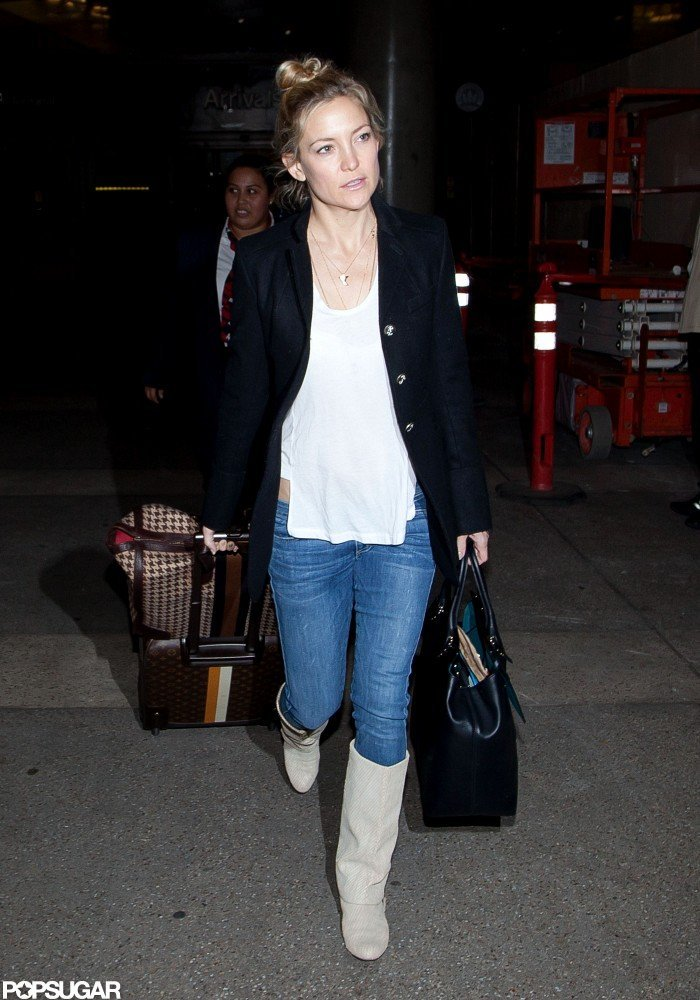 Kate Hudson walked through the airport in LA.
