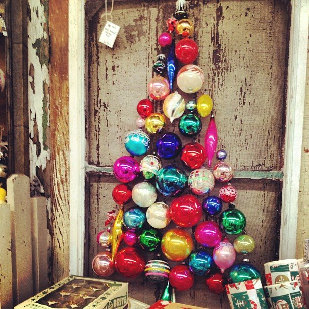 18 Easy Budget Decorating Ideas That Won T Break The Bank: DIY Christmas Decorations