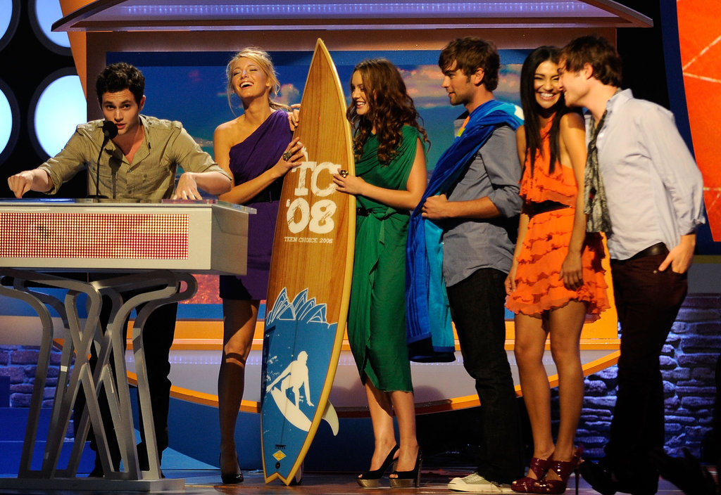 The entire cast happily accepted a 2008 Teen Choice Award in LA.