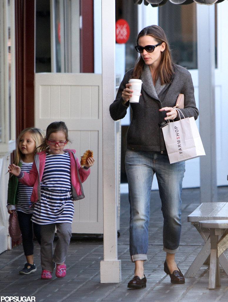 Jennifer Garner and daughter Seraphina Affleck grabbed breakfast in Brentwood.