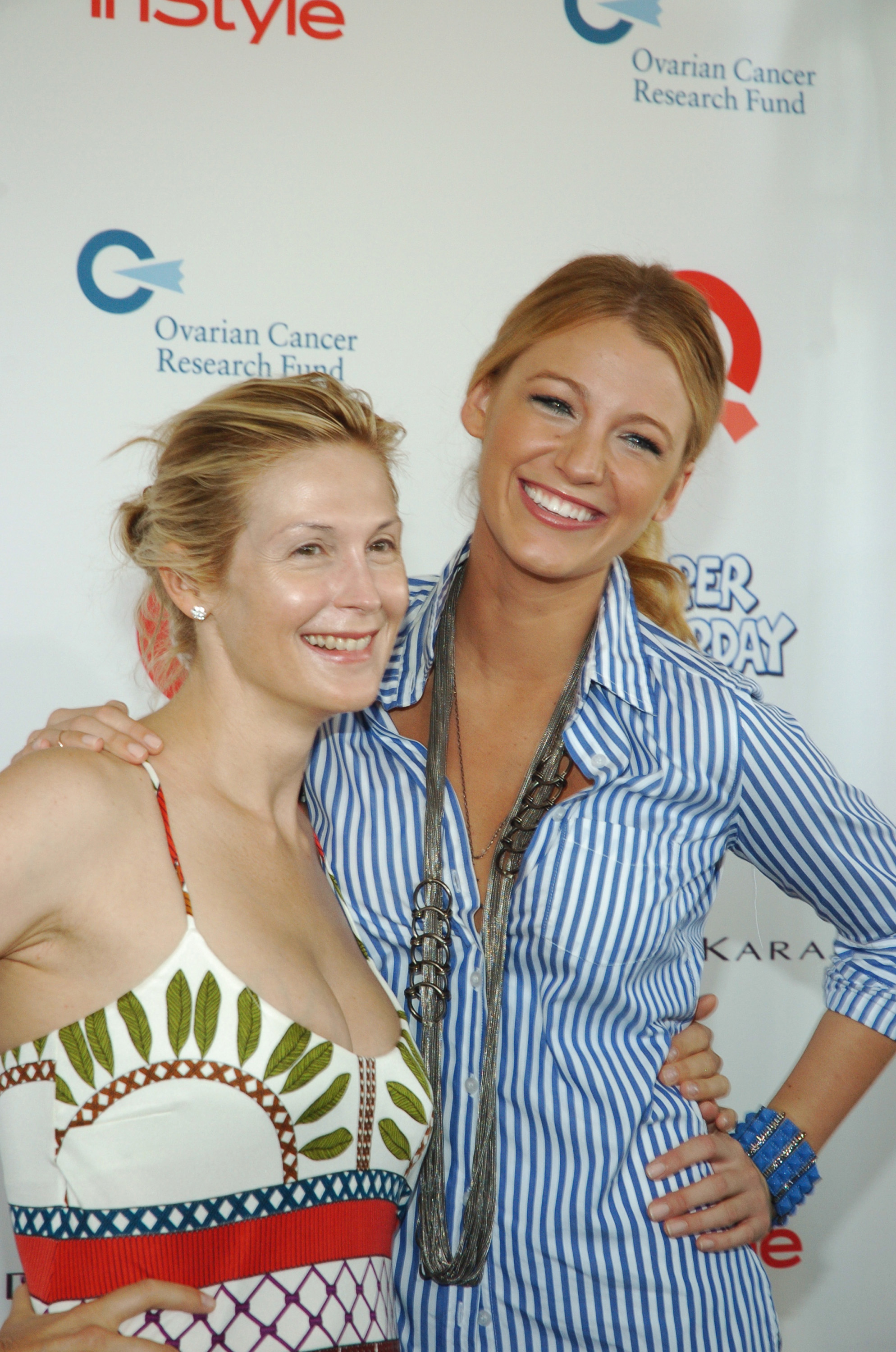 Onscreen mother-daughter duo Kelly Rutherford and Blake Lively posed for photos at an August 2009 event in New York.