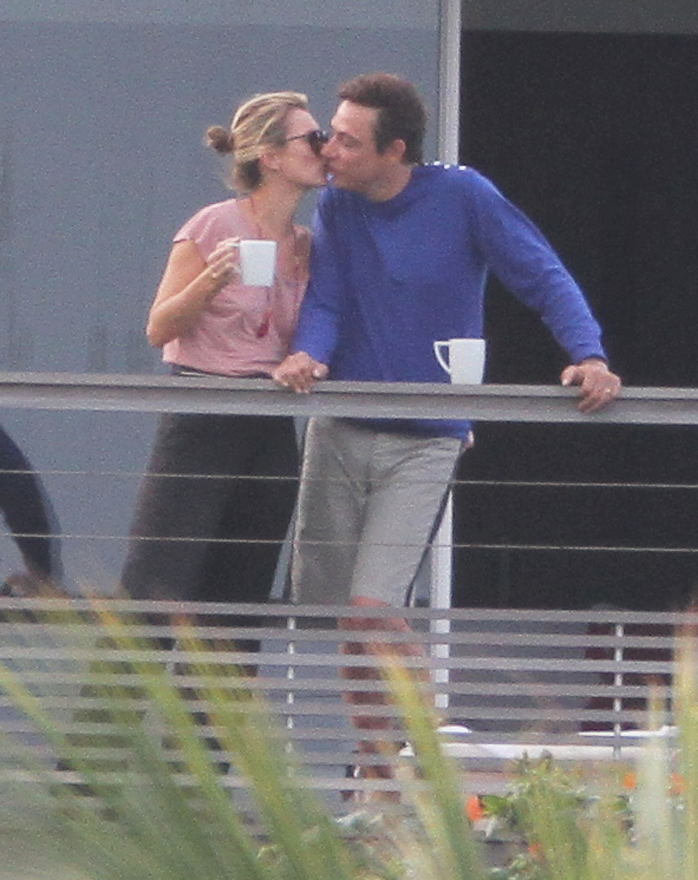 Kate moss kissed her husband, Jamie Hince.
