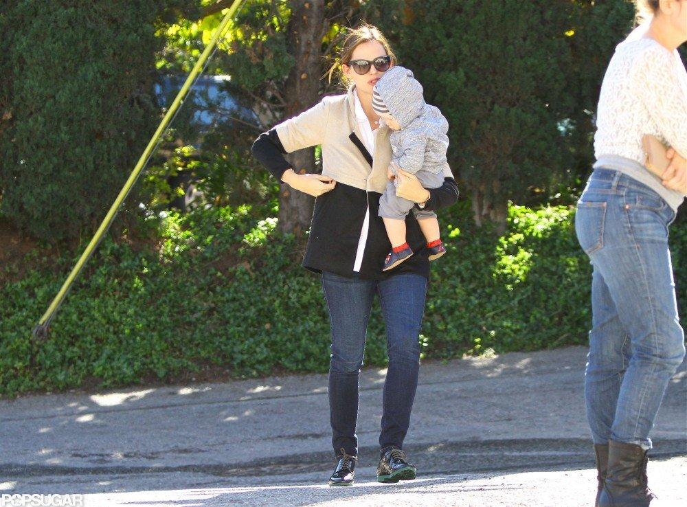 Jennifer Garner shopped with Samuel Affleck.
