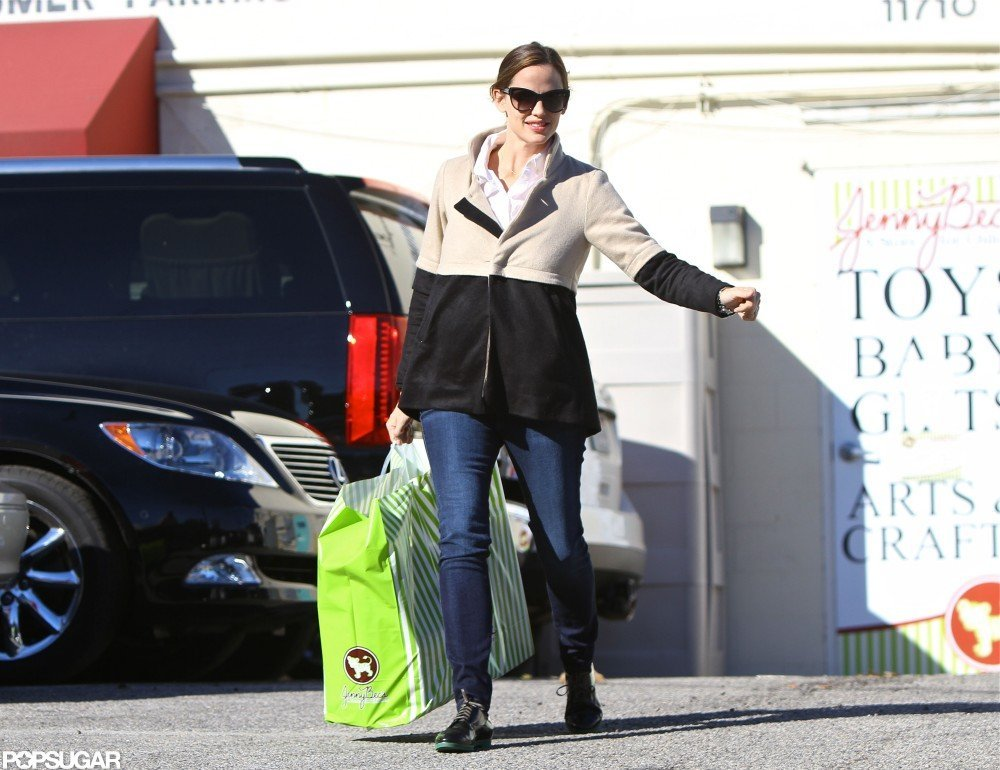 Jennifer Garner left a children's store with some purchases.