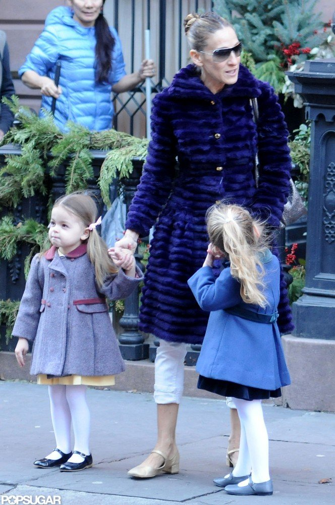 Sarah Jessica Parker and her daughters wore fancy coats.