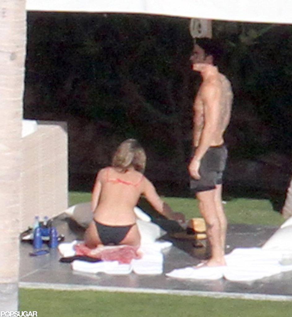 Bikini-Clad Jennifer Aniston Sunbathes in Cabo With Shirtless Justin on Christmas Eve!