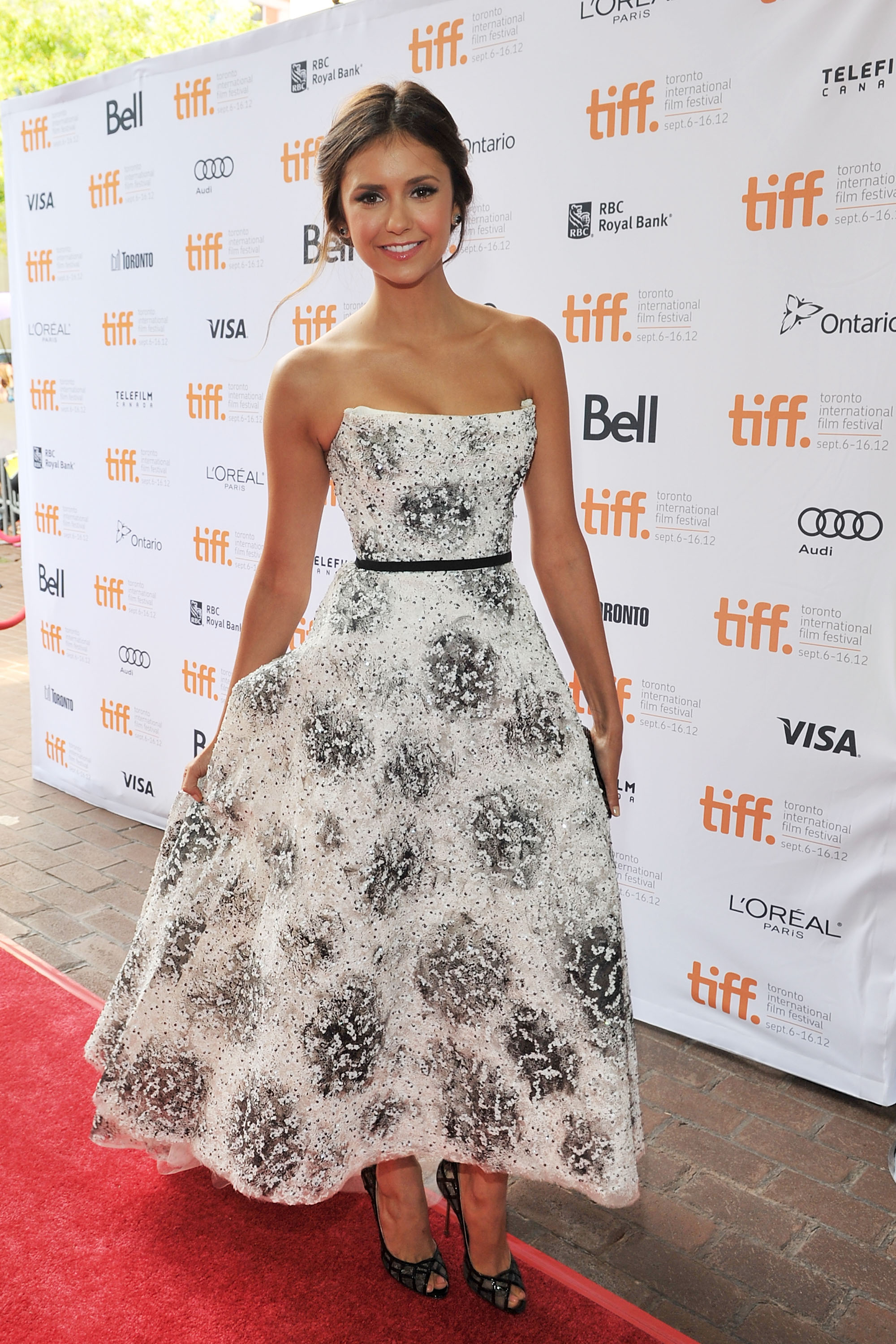 The style star showed off her ultrafeminine side in this strapless Monique Lhuillier dress at the 2012 Toronto International Film Festival.