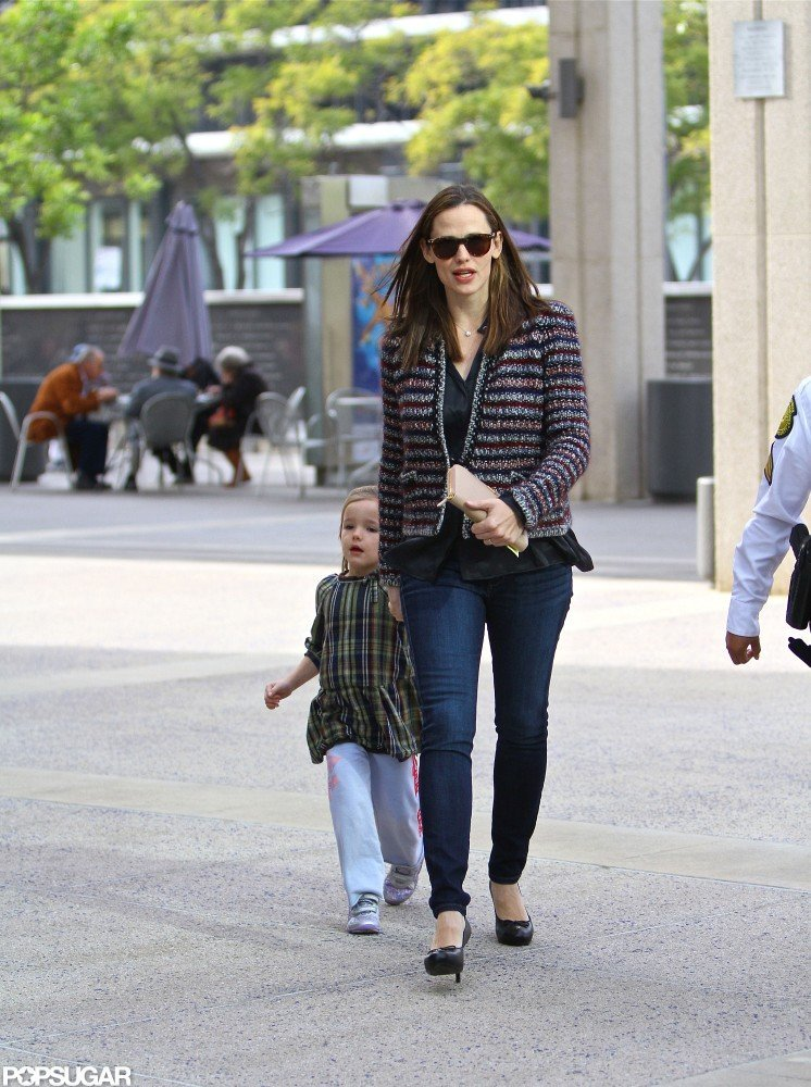 Jennifer Garner wore a sweater and sunglasses to take Seraphina to a show.