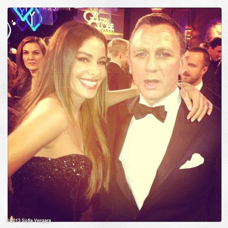 Sofia Vergara snagged a second with Daniel Craig at the Golden Globes. Source: Twitter user SofiaVergara