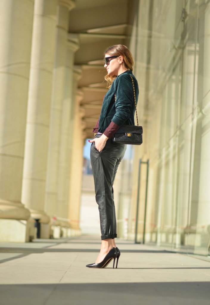 Leather pants in a looser, trouser silhouette take on a more sophisticated identity, especially styled up with pointed-toe pumps and a Chanel bag. Source: Loobook.nu