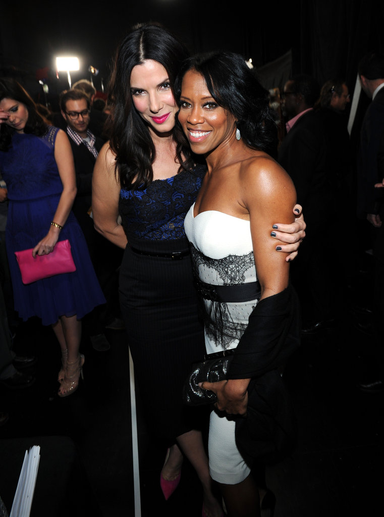 Sandra Bullock and Regina King posed together backstage at the People's Choice Awards.