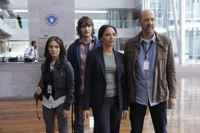 Addison Timlin, Scott Michael Foster, Carmen Ejogo, and Anthony Edwards in Zero Hour.