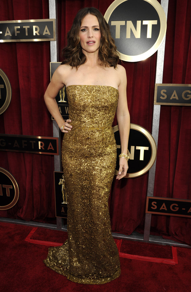 Jennifer Garner wore a gold gown to the SAG Awards in LA.