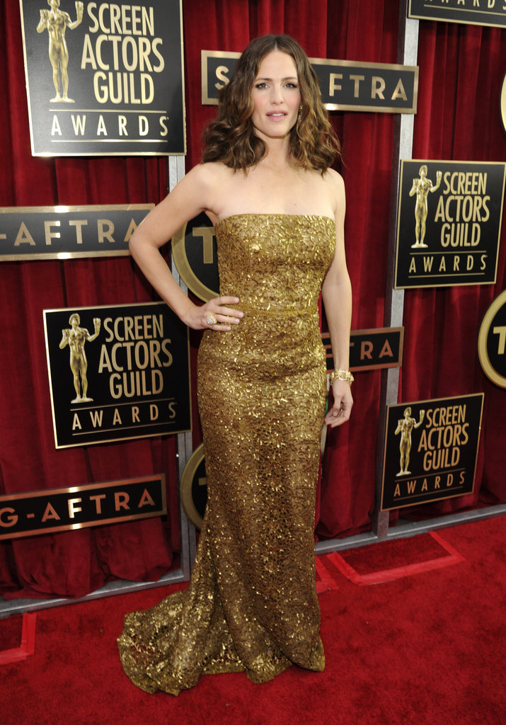 Jennifer Garner posed in a gold, sequined gown at the SAG Awards.