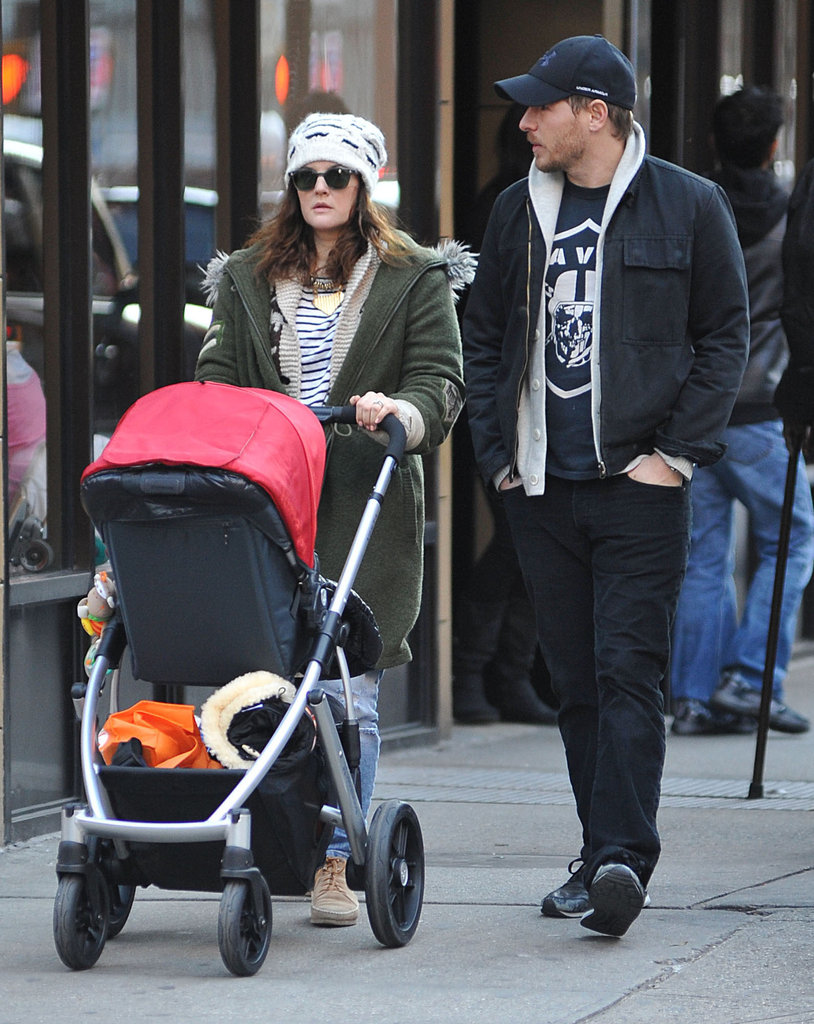 """Drew Barrymore Takes a Sunday Stroll With Will and Her """"Crush"""" Olive"""