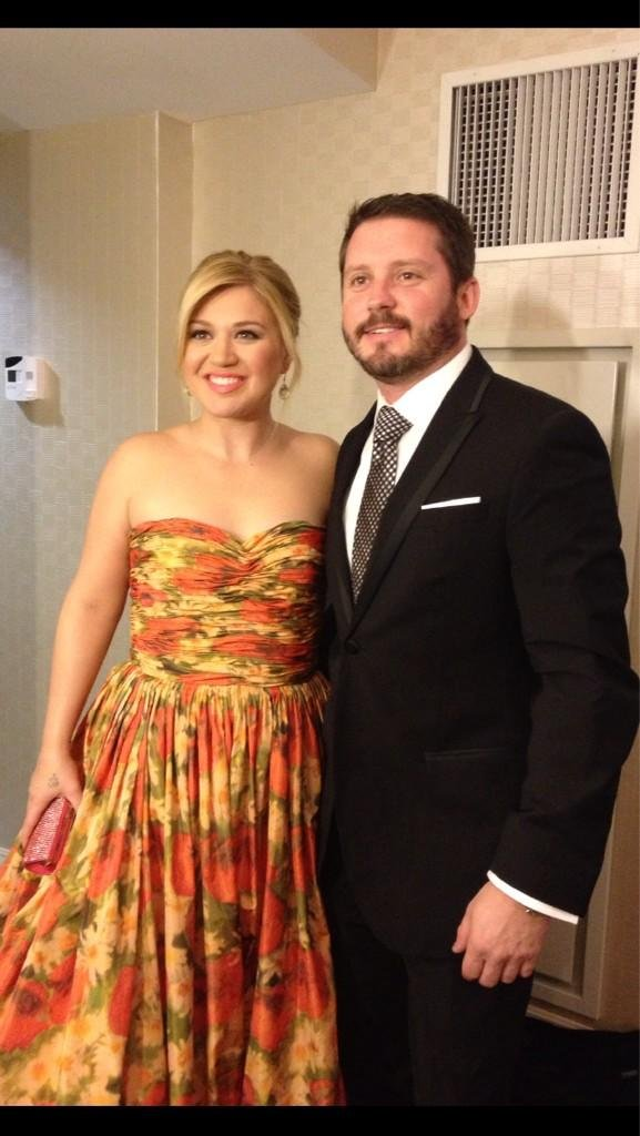Kelly Clarkson took a few photos before heading off to The Inaugural Ball on Monday. Source: Twitter user Kelly_Clarkson