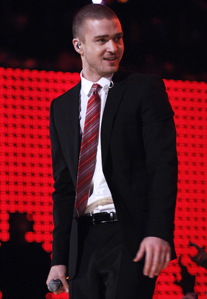 Justin chose a red striped tie for his Grammys performance in 2007.