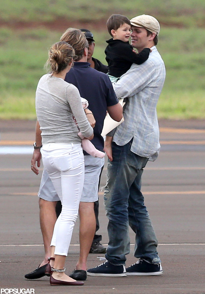 Gisele Bündchen and Tom Brady held onto their youngest children in Hawaii.