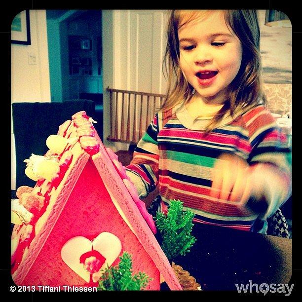 Harper Smith built a sweet Valentine's Day house with her mama, Tiffani Thiessen. Source: Instagram user tathiessen