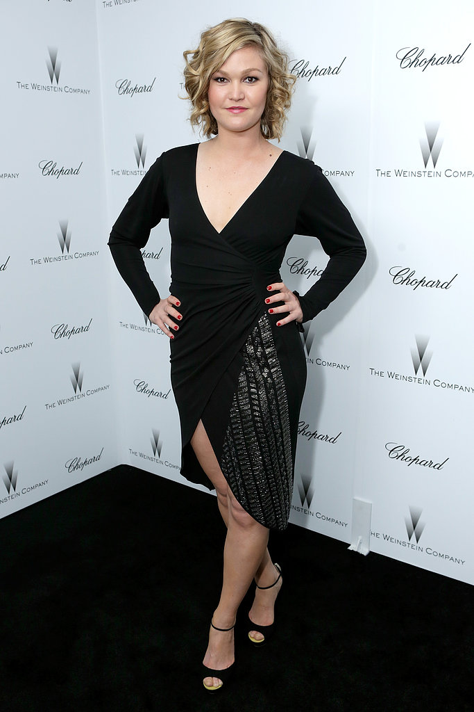 Julia Stiles showed off her inner vixen in a deep-V dress with an equally sexy slit.