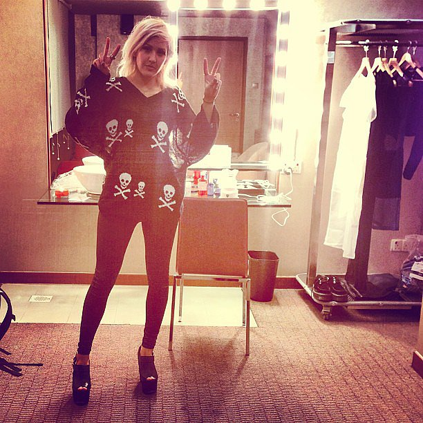 Ellie Goulding flashed a pair of peace signs before performing in Singapore. Source: Twitter user elliegoulding