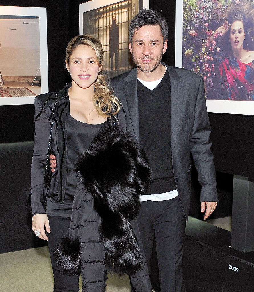 Shakira posed with photographer Jaume de Laiguana at his exhibition in Barcelona on Thursday night.