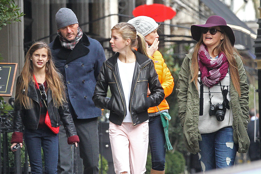 Tim McGraw and Faith Hill walked around London with their three daughters.