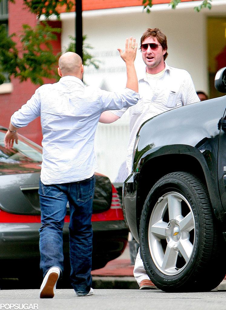 In June 2009, Luke Wilson got a friendly slap from a pal in NYC.