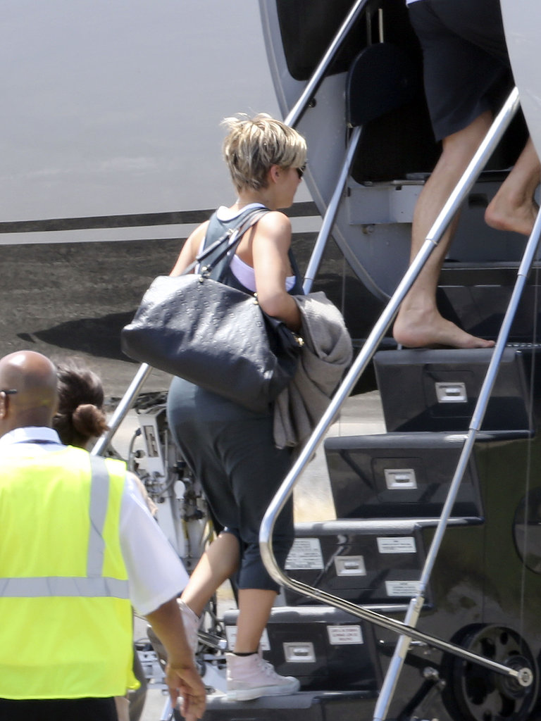 Elsa Pataky boarded a plane after attending Matt and Luciana Damon's wedding vow renewal ceremony.