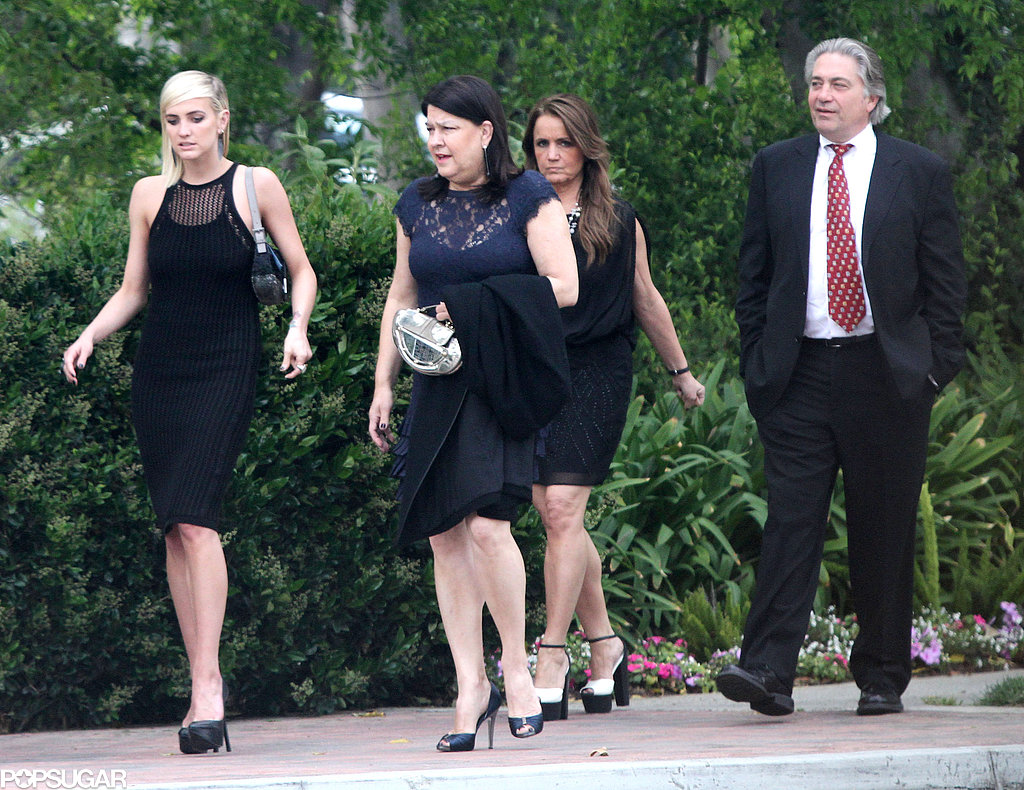 Ashlee and Tina Simpson arrived at a wedding.