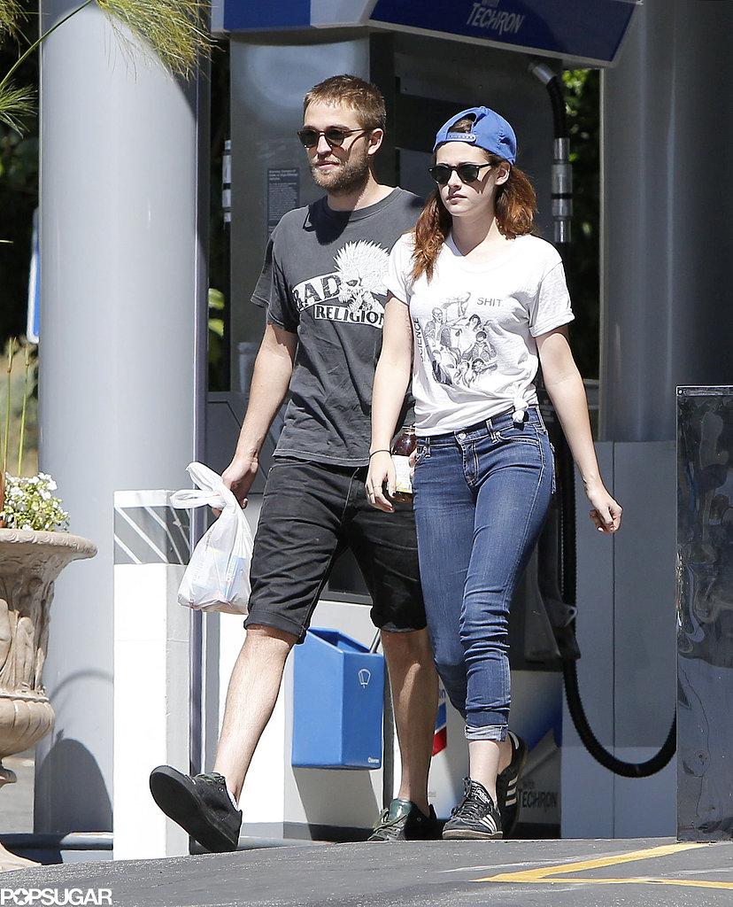 Robert Pattinson and Kristen Stewart visited a convenience store.