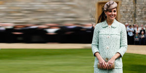 Kate Middleton Shows Off Her Baby Bump in Mint-Green Mulberry