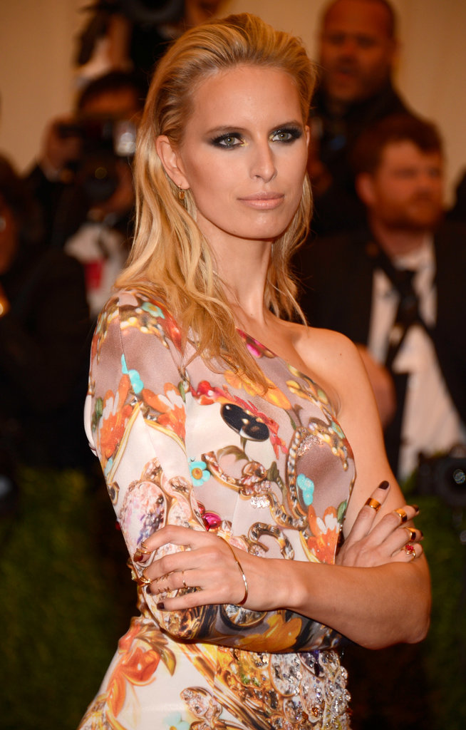 Karolina Kurkova's beachy waves made her look like she'd just stepped out of the ocean. (And that's a good thing.)