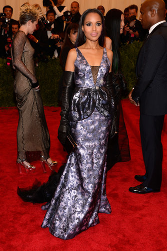 Kerry Washington rocked a custom metallic floral Vera Wang gown with black opera gloves, Fred Leighton jewels, and Christian Louboutin Pigalle pumps.