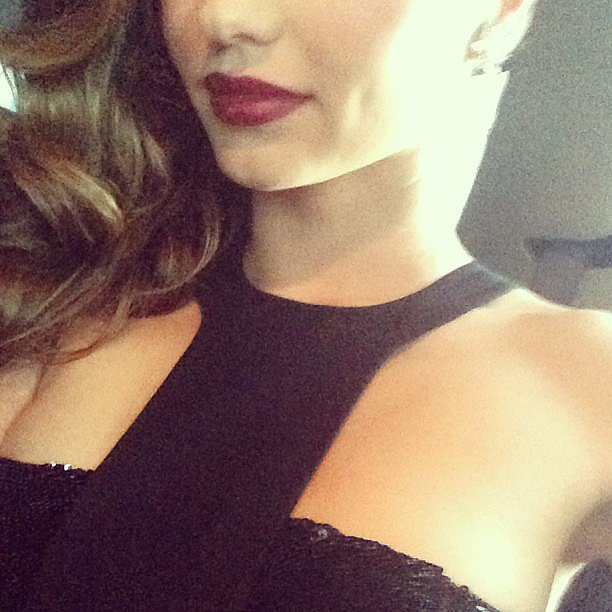 Miranda Kerr gave a sneak peek glimpse at her Met Gala outfit, just minutes before she hit the red carpet at the big event. Source: Instagram user mirandakerr