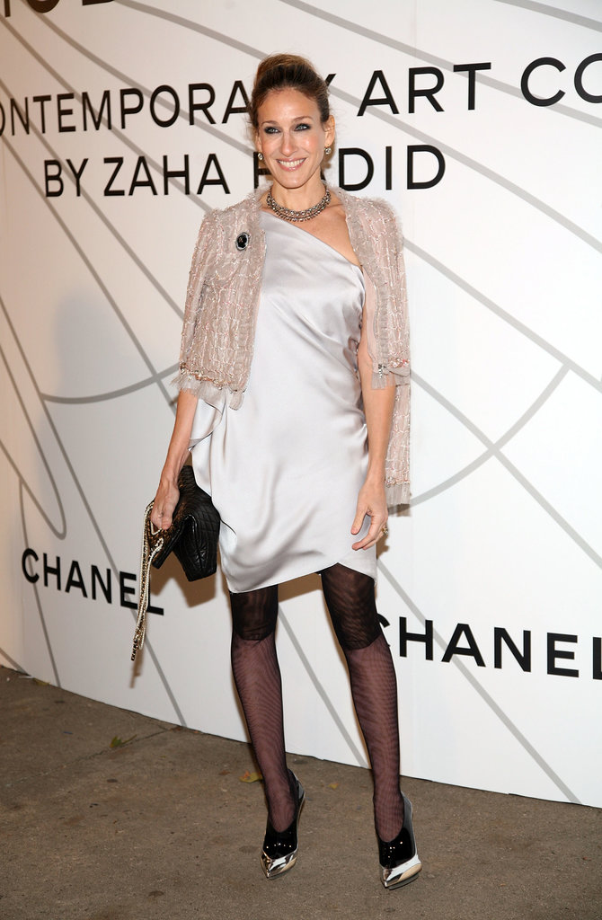 Daisy Buchanan would have been proud of the Roaring '20s-inspired ensemble SJP donned at the 2008 Chanel Mobile Art soiree in NYC. From her silk slip dress and cropped Chanel topper to her printed tights and futuristic booties, this asymmetrical look was spot-on with the années folles.