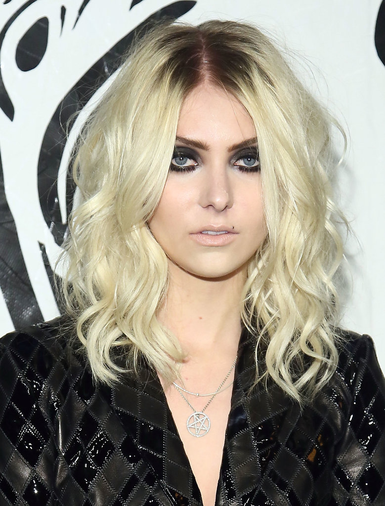 Former Gossip Girl star Taylor Momsen paired her signature inky black smoky eye with exposed roots and textured beachy waves for an edgy look.