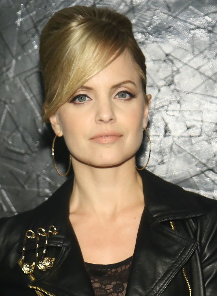 With her graphic eyeliner and nearly nude lips, Mena Suvari was channeling Edie Sedgwick in the '60s.