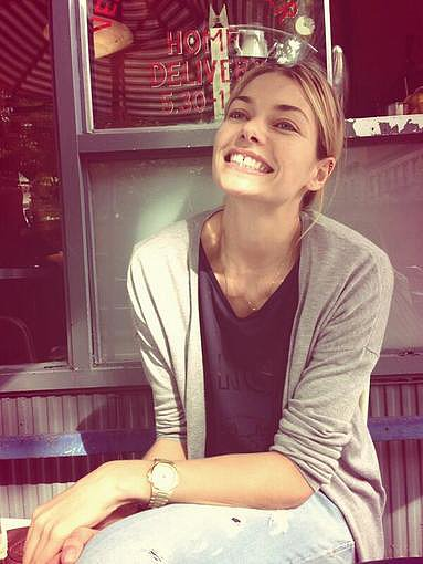 Jessica Hart flashed a big smile while showing off her new watch. Source: Twitter user 1JessicaHart
