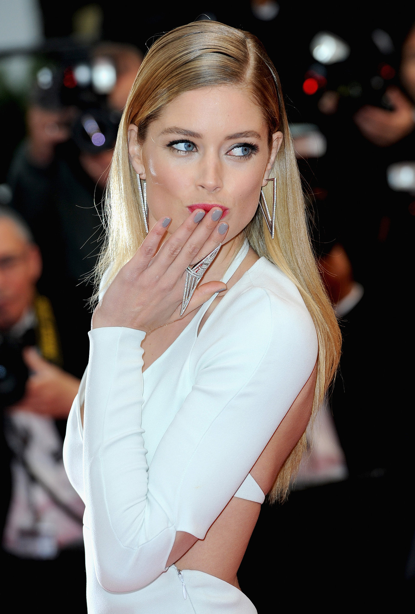 Doutzen Kroes was also at the Jimmy P. (Psychotherapy of a Plains Indian) premiere in a sleek white gown, which she accented with creamy gray nails and a statement ring.