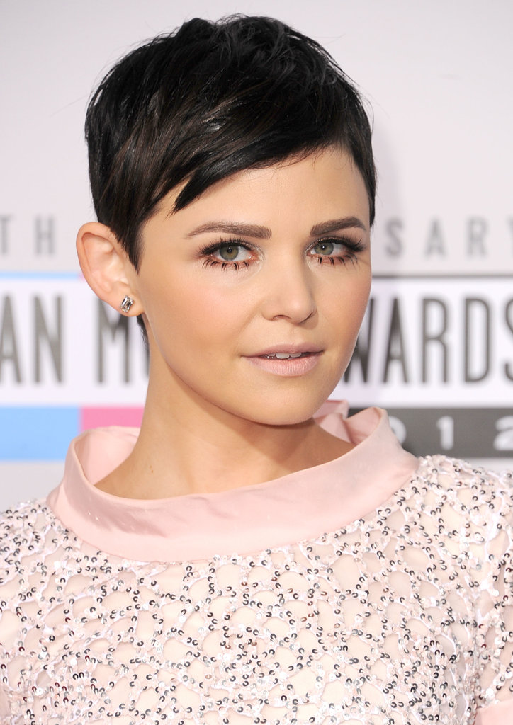 At the 2012 American Music Awards, Ginnifer went with a Twiggy makeup look, wearing false lower lashes and a bold brow duet.